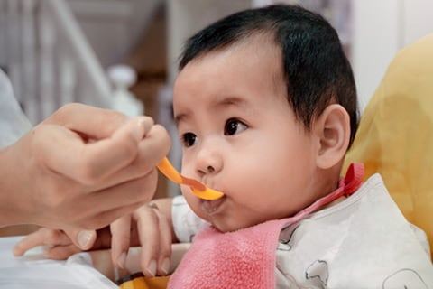 A Guide on How to Introduce Solids to Your Baby