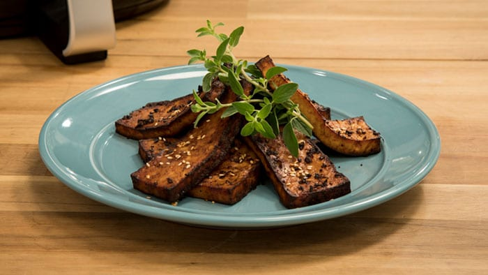 "Airfryer XXL Sweet Gingery Tofu ""Bacon"""