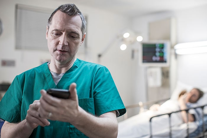 Download image (.jpg) With Philips Lumify with Reacts the emergency medical service provider can stream the live ultrasound exam to an emergency department physician (opens in a new window)
