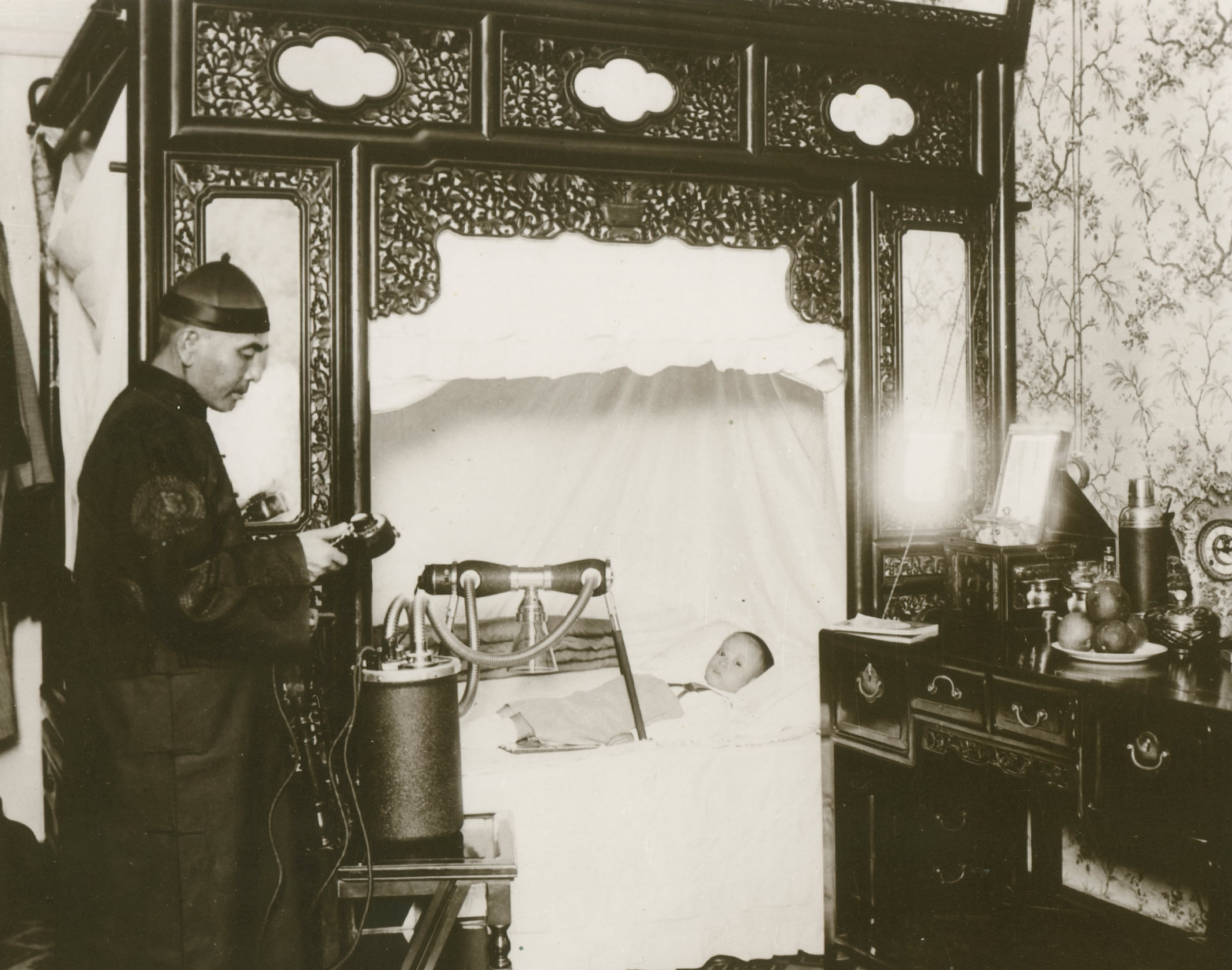 1931 - Philips portable Metalix X-ray system used in the Forbidden City in China during the Qing dynasty